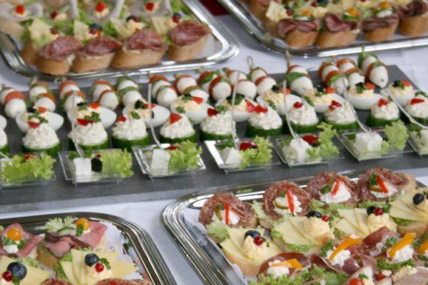 ALEXMENÜ sponsert das Buffet