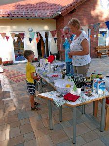 Die Kinder können sich die Zutaten für ihre Getränke selbst aussuchen