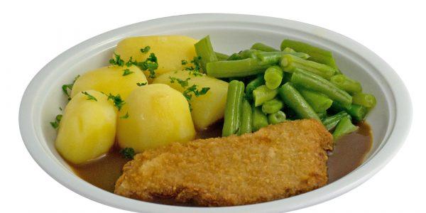 1016 Schweineschnitzel mit Rahmsauce, grünen Bohnen und Kartoffeln