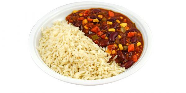 4116 Chili sin Carne, vegetarisches Chili mit Kidneybohnen, Zwiebeln und Gemüse, dazu Reis
