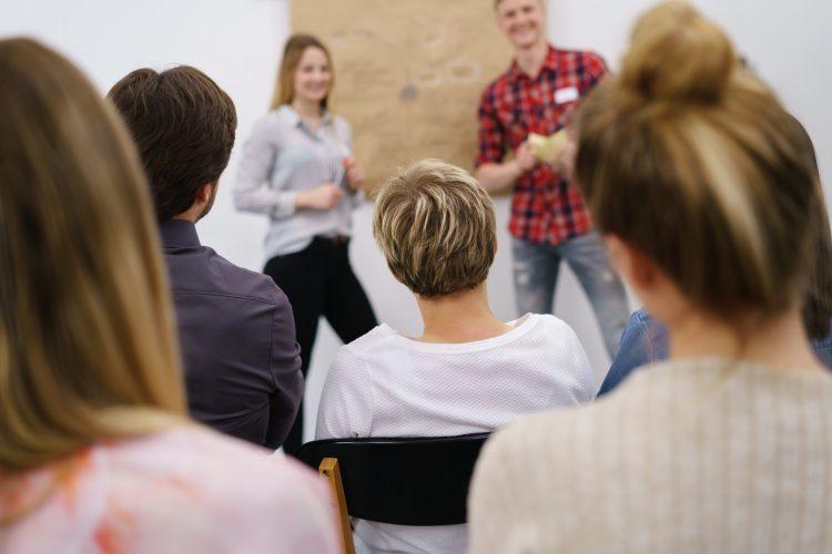 Wir ermöglichen unseren Mitarbeitern regelmäßig an Weiterbildungen teilzunehmen!