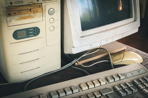 Bereits 1995 wurde das bei ALEXMENÜ selbst programmierte EDV-gestützte Bestell- und Kassiersystems in der Schülerversorgung eingeführt.