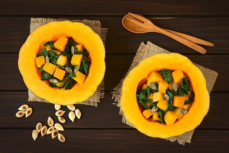 Kürbis-Mangold-Salat, ©Ildi/fotolia