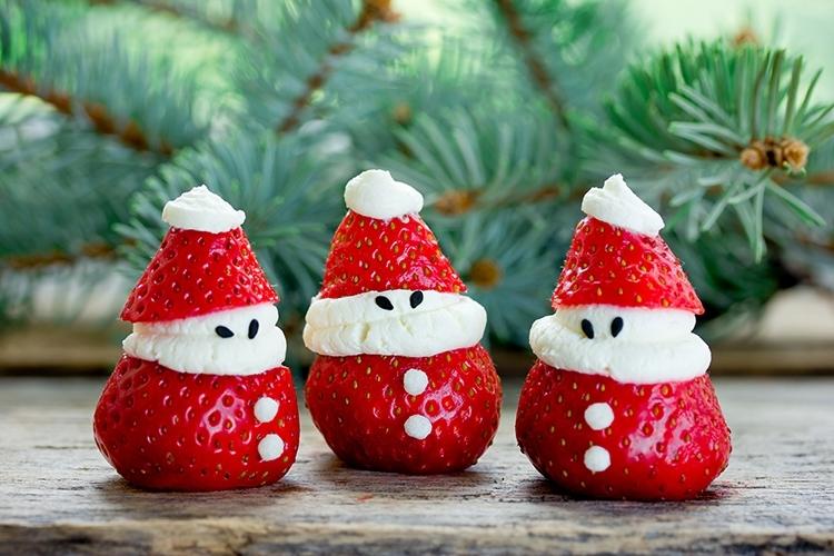 Erdbeer-Joghurt-Weihnachtsmann © san_ta/Adobe Stock