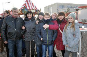 Die Mitarbeiter können den Weihnachtsmarkt mit ihrer Familie genießen.