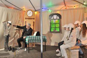 Der Theaterverein Kreuzhorst Randau e. V. führt das Stück Der Wolf und die sieben Geißlein auf.