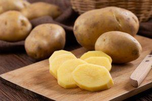 Kartoffeln eignen sich abhängig von ihrem Stärkegehalt für die Zubereitung unterschiedlicher Gerichte. ©Yplestocker/freepik