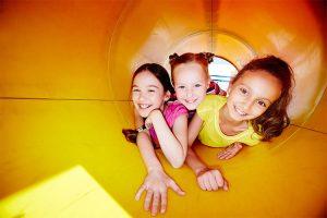 Auf der FestungKunterbunt können Familien zwei Tage tolle Sachen zum Mitmachen entdecken! ©Pressfoto/freepik