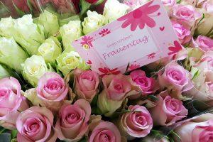 ALEXMENÜ verschenkt über 500 Blumen zum Frauentag