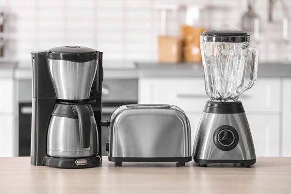 Wir zeigen, wie Sie Ihre Küchengeräte ohne Chemie richtig reinigen. ©New Africa /AdobeStock