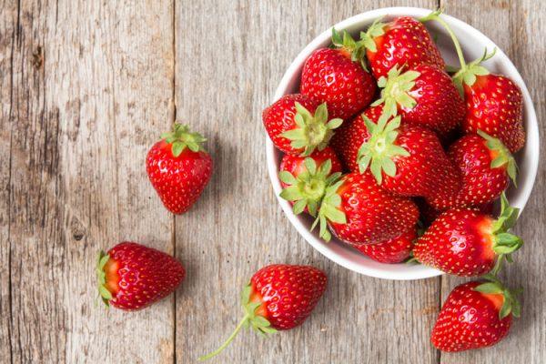 Endlich Erdbeeren! Lesen Sie unsere Tipps zu Einkauf und Lagerung, Wissenswertes zu den Inhaltsstoffen und wie Sie Erdbeeren richtig waschen. ©graja/Adobe Stock