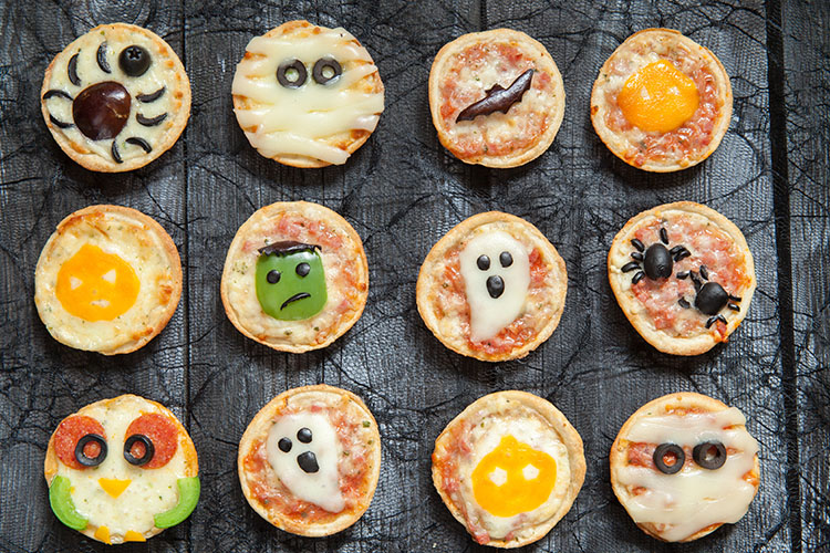 Mini-Halloween-Pizzen ©azurita/AdobeStock