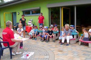 Die Kinder der Kita Elbstrolche haben für die Mitarbeiterinnen eine DANKE-Plakat gebastelt. ©Kita Elbstrolche
