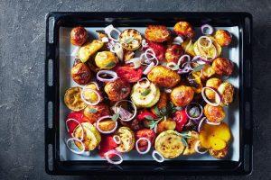 Ofengemüse ist nicht nur lecker, sondern auch gesund. Bereiten Sie es ganz einfach selber zu! ©AdobeStock/myviewpoint