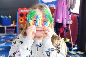 Wir sind immer wieder über die Kreativität der Kinder erstaunt. Eine tolle Faschingsmaske.