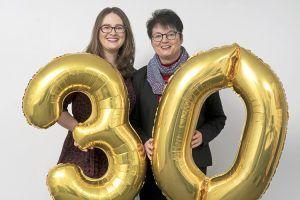 Die Geschäftsführerinnen von ALEXMENÜ Antonia Hillmann und Alexandra Krotki feiern das 30-jährige Firmenbestehen.