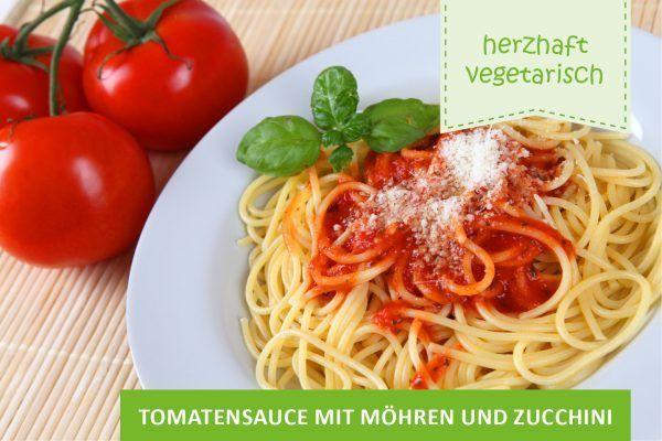 Tomatensauce mit Möhren und Zucchini ©Andre Bonn/AdobeStock