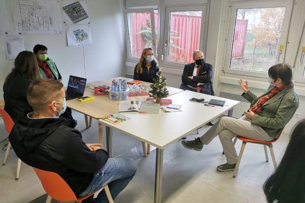 sind Sandra Stieger, Nachfolgerin von Rainer Nitsche und Thomas Hartig aus dem Dezernat für Wirtschaft, Tourismus und regionale Zusammenarbeit zu Besuch bei ALEXMENÜ