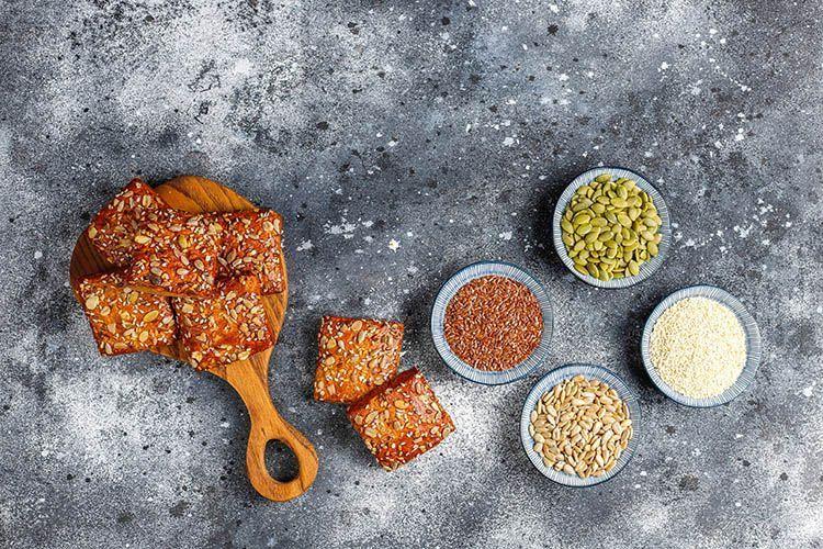 Knäckebrot mit Quinoa@freepik/wirestock