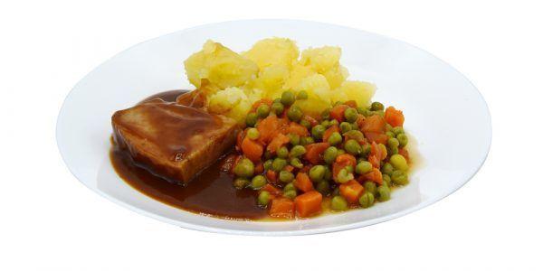 Fleischkäse mit Bratensauce Mischgemüse und Salzkartoffeln