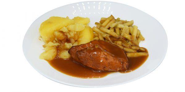 Gebratene Hähnchenbrust mit Geflügelsauce, Wachsbohnen und Salzkartoffeln