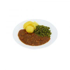 Putengulasch mit Buttererbsen und Salzkartoffeln